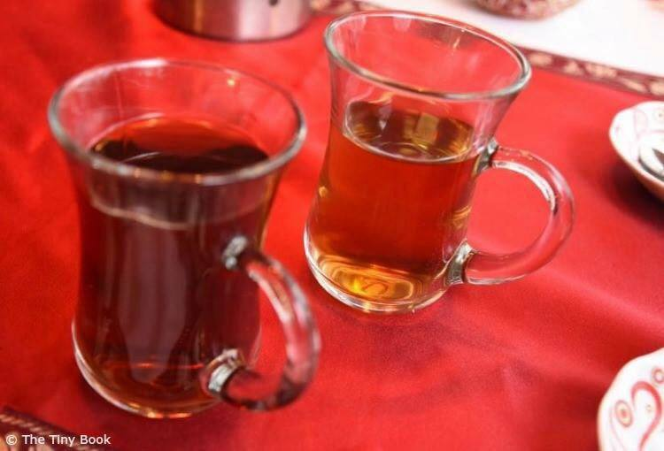 Turkish tea and apple tea. What to do in Istanbul in three days.