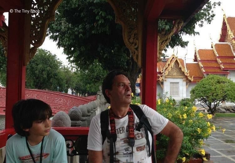 Talking with my dad in Bangkok, Marble Temple. The importance of travel for children