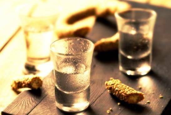Tsikoudia or Raki is more than a spirit for Cretans. Greek tastes: Raki, a glass of cretan culture