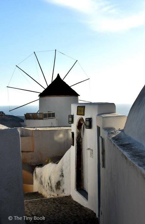 Windmill in Oia, Amazing Santorini. Santorini dreamy photo destination