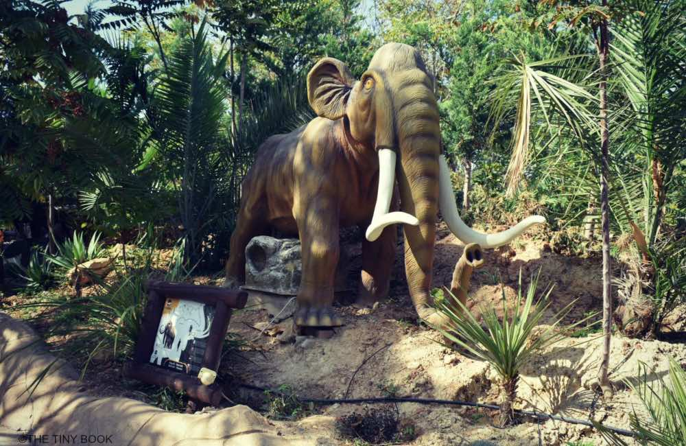 GREECE - CRETE - HERAKLION - DINOSAURIA PARK