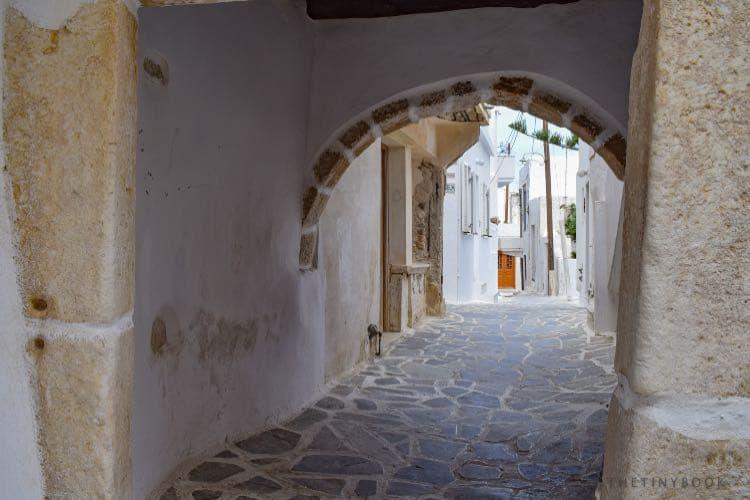 alley naxos island
