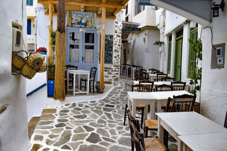 restaurat on the street naxos