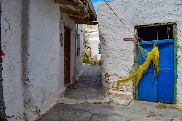 Passage, blue door, fishing net