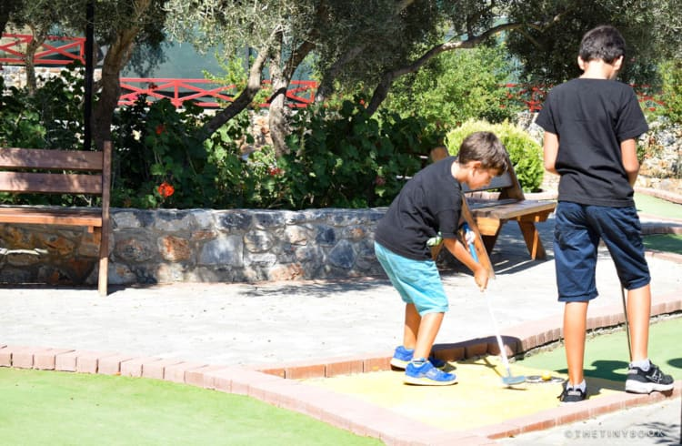 Minigolf Labyrinth park Heraklion