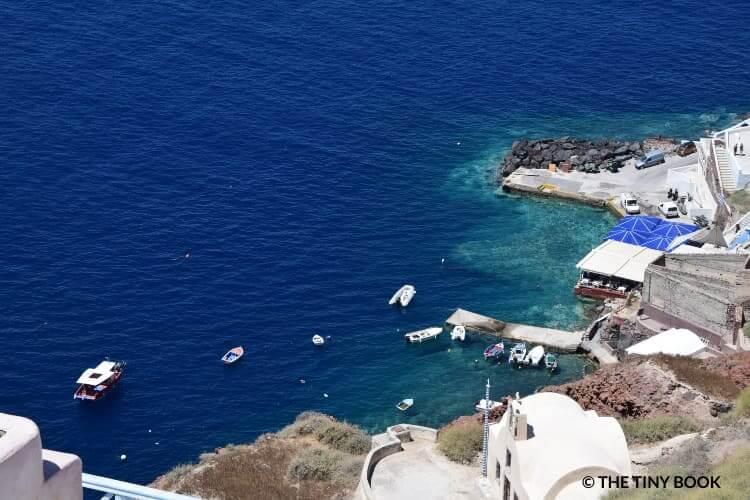 The wonderful colors of the sea in Oia, Santorini.