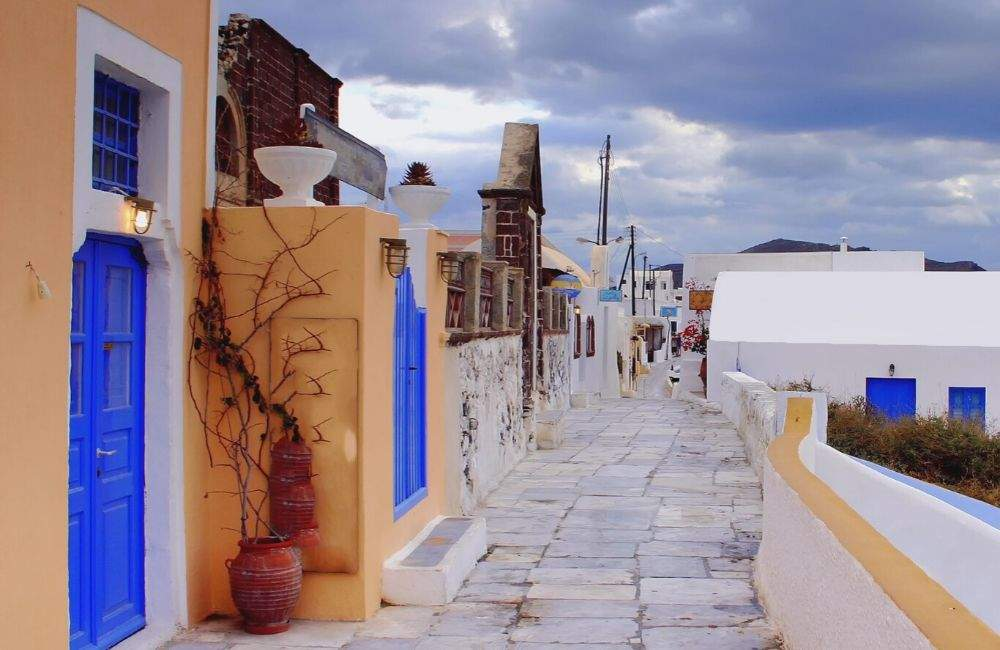 GREECE - SANTORINI - CYCLADIC HOUSES