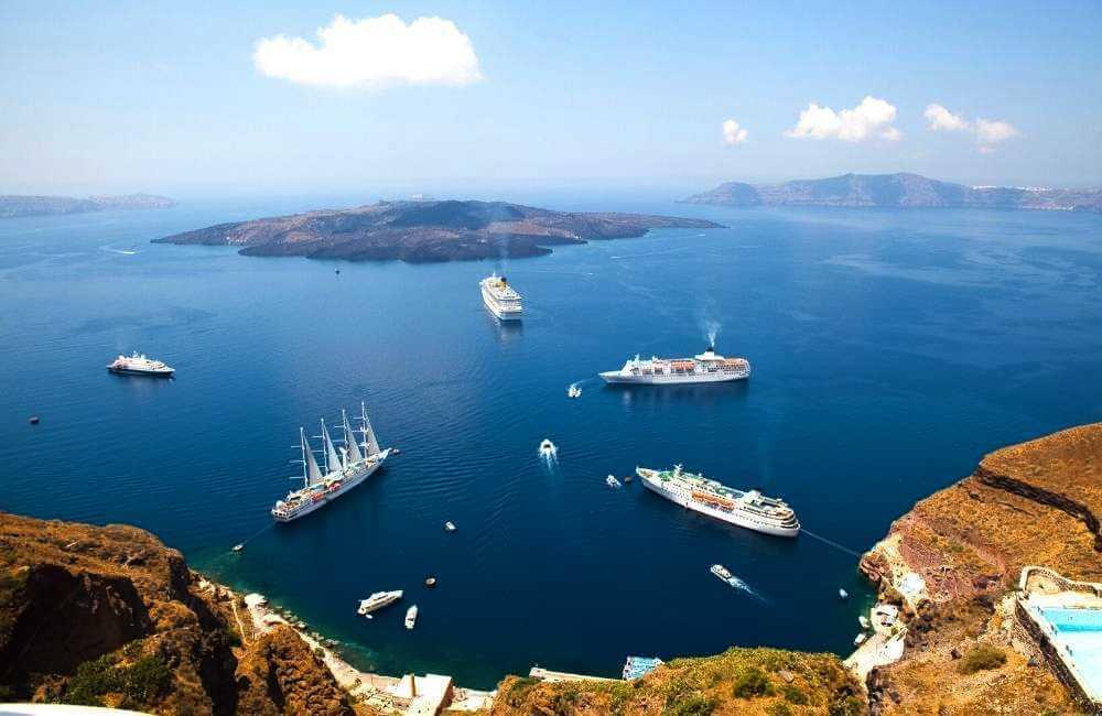 Greece - Santorini - Caldera - Ships
